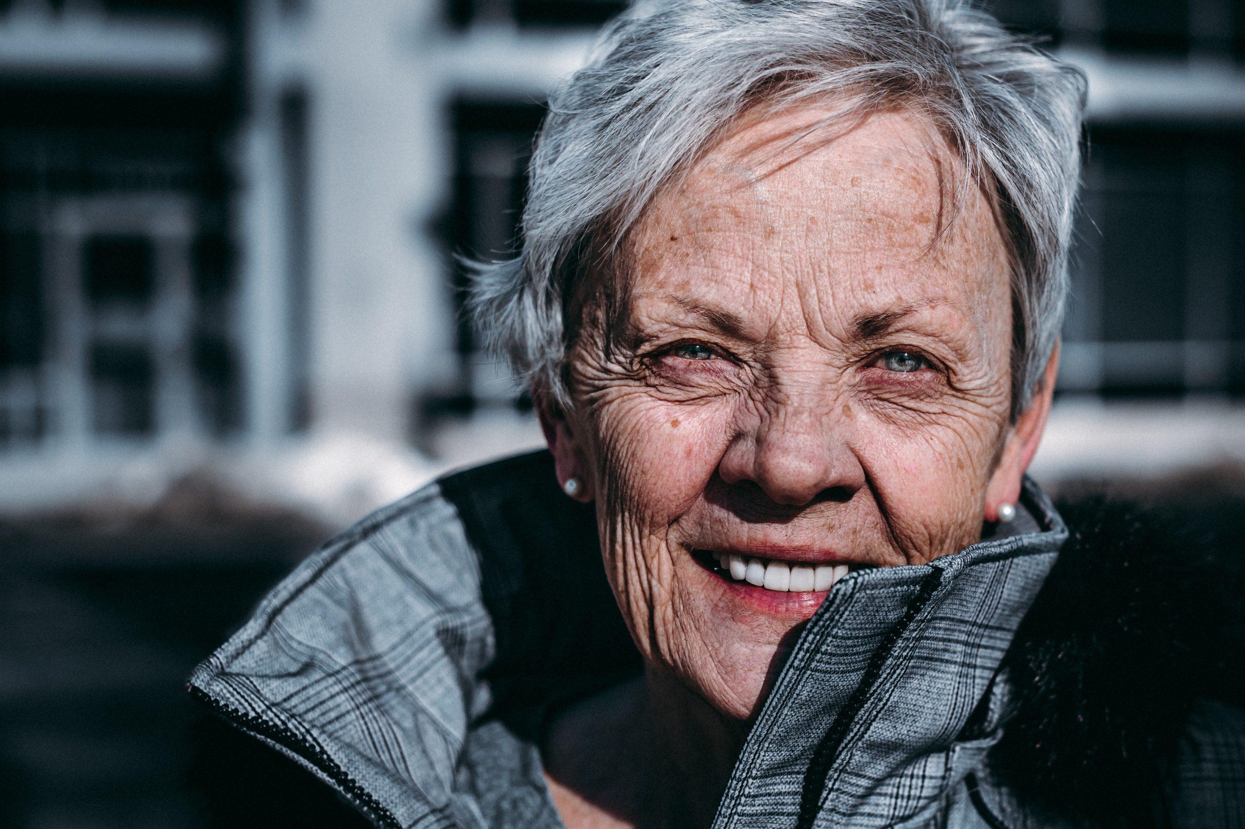szép idős hölgy