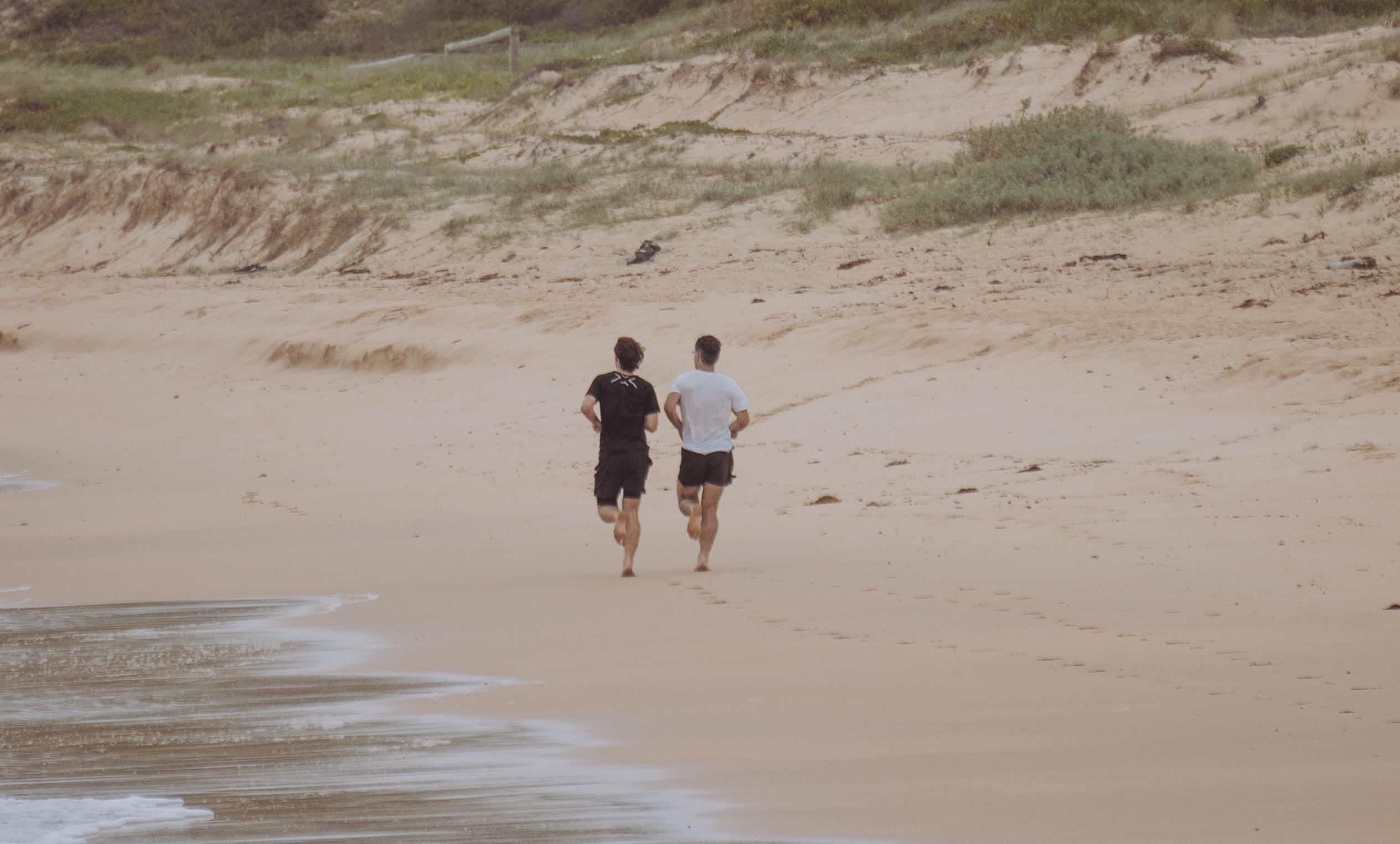 motivational maps, futó srácok tengerparton